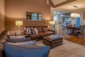Brun læder sofa i stue
