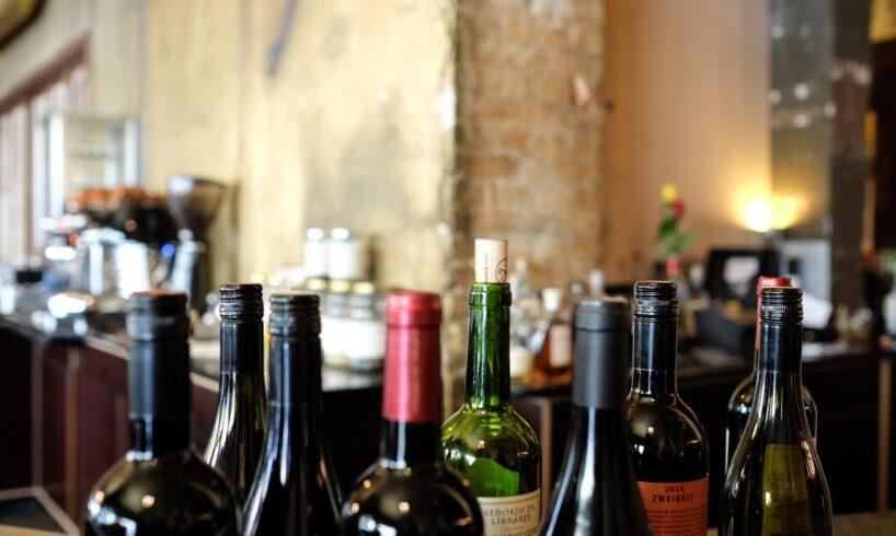 Forskellige vine står ved siden af hinanden
