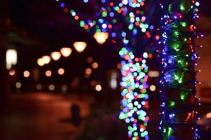 Julepynt lys på et træ