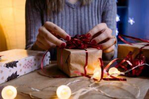 Pakker gaver ind