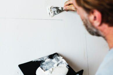 Væg der bliver malet